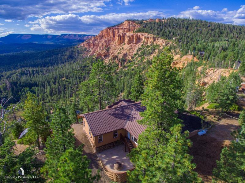 Duck Creek Real Estate, Pink Cliff View Cabin for sale